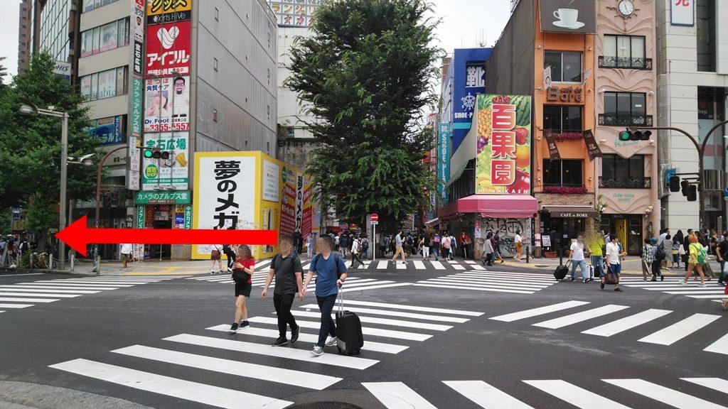 新宿東口スクランブル交差点
