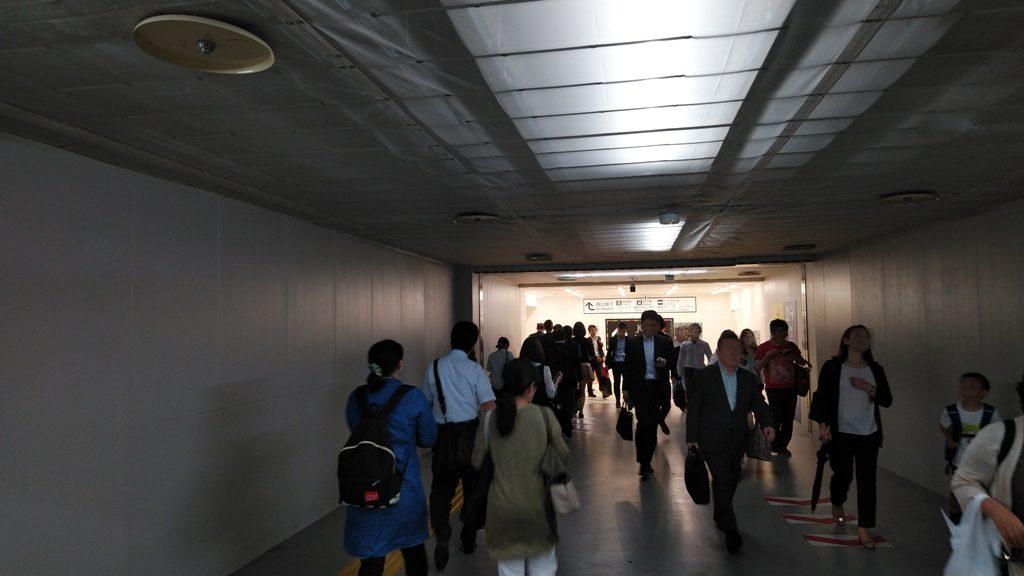 横浜西口地下仮設連絡通路2
