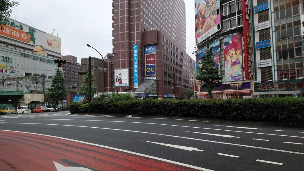 西武新宿駅靖国通り