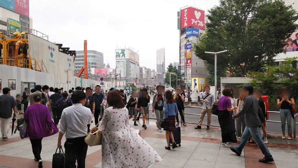 JR新宿駅東口建物外