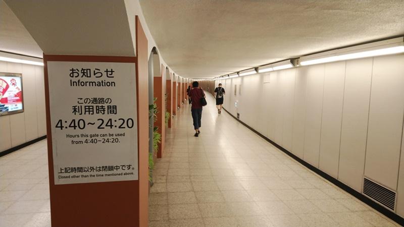 日比谷線→京成少し綺麗になったボロ通路
