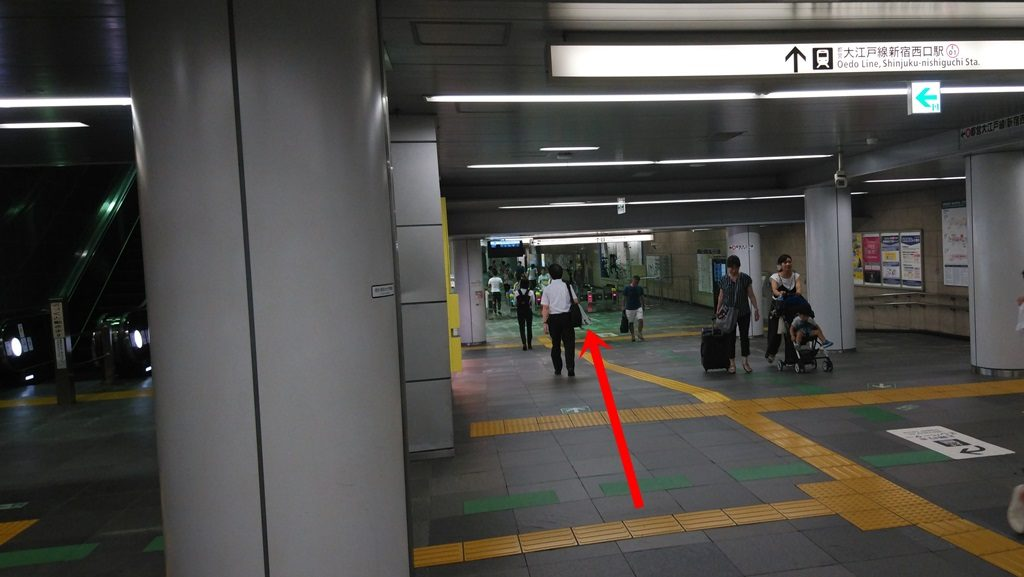 新宿西口駅まであと少し