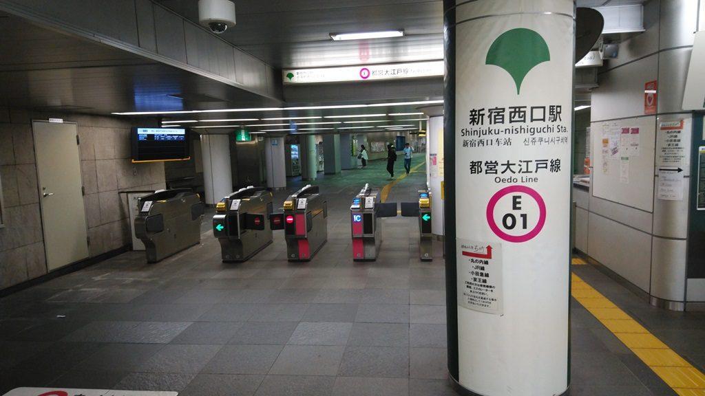 新宿西口駅小滝橋通り方面改札