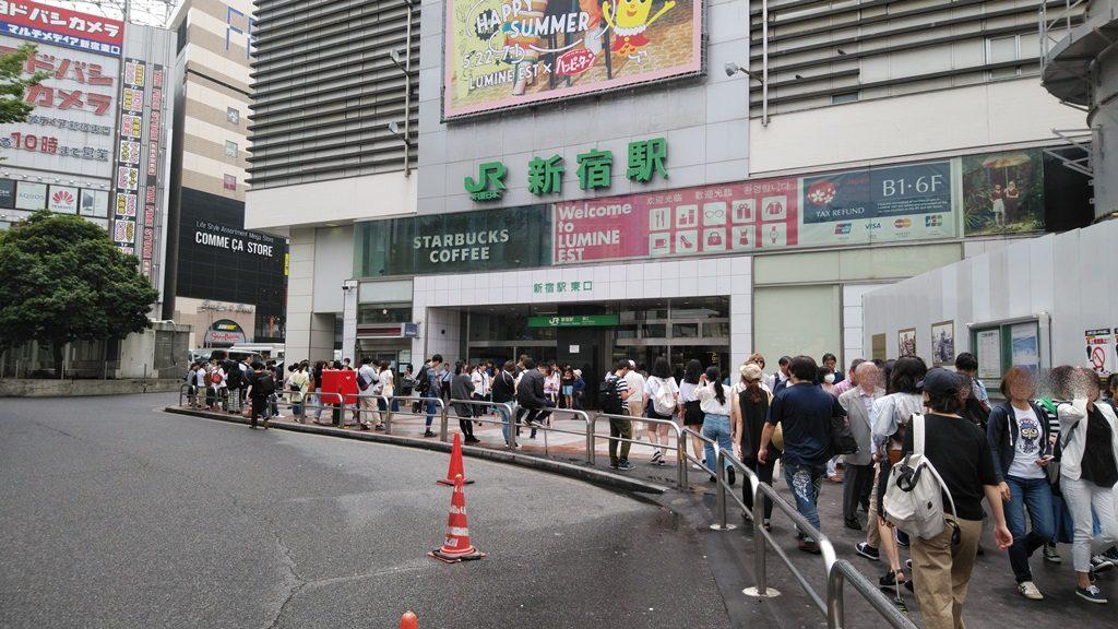 JR新宿駅東口建物外入口
