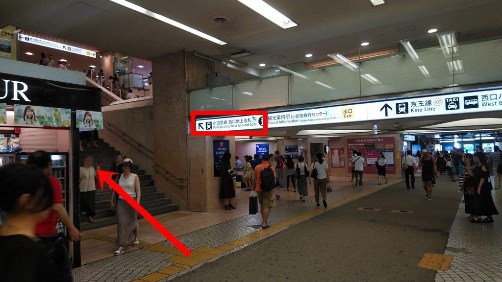 小田急線西口地上改札方面