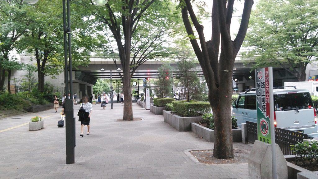新宿西口から都庁3