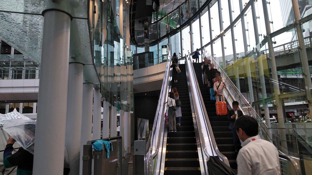 渋谷ストリーム2階へ
