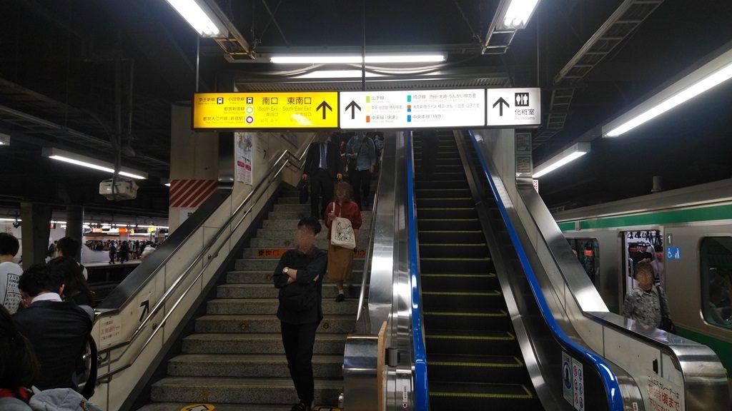 埼京線から南口階段