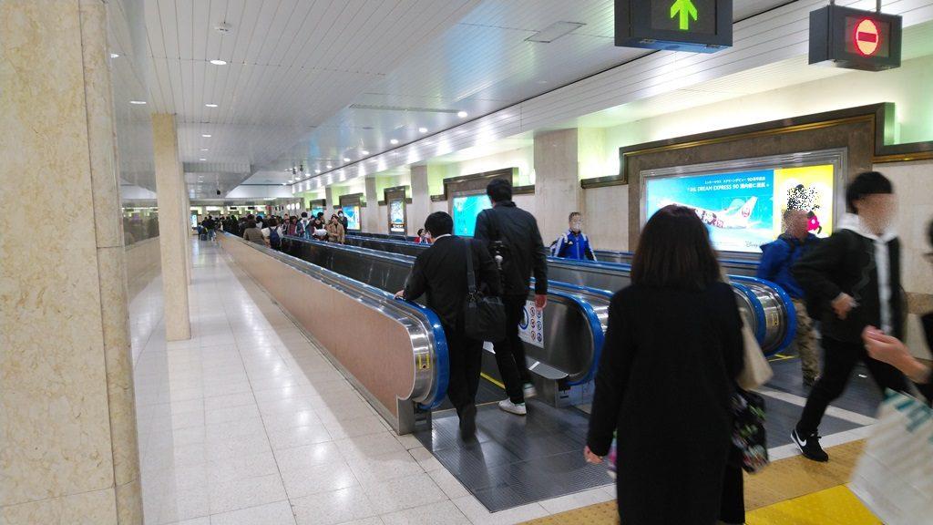 京葉線へ動く歩道