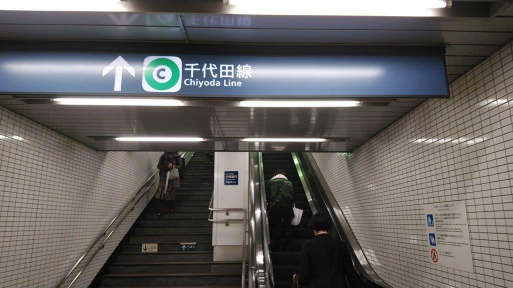 エレベーターの奥にはエスカレーター2
