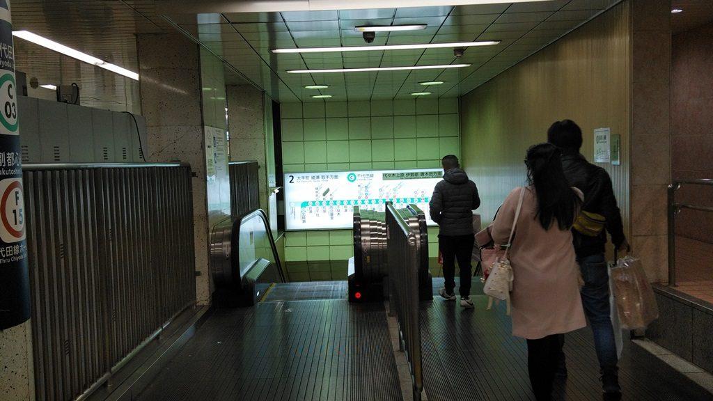 改札から千代田線ホームへ2