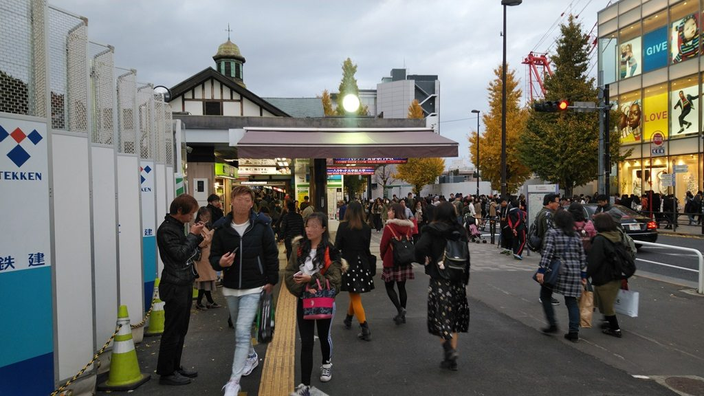 2番出口から原宿駅