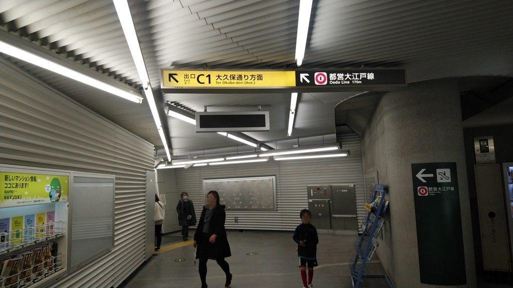中央改札から大江戸線4