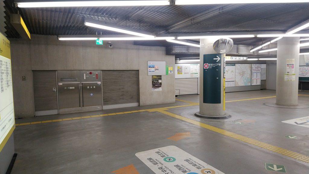 中央改札から大江戸線6