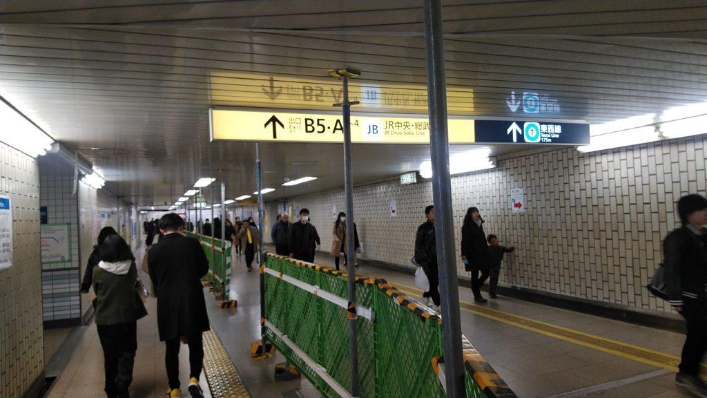 中央改札から東西線2