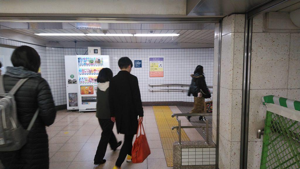 中央改札から東西線4