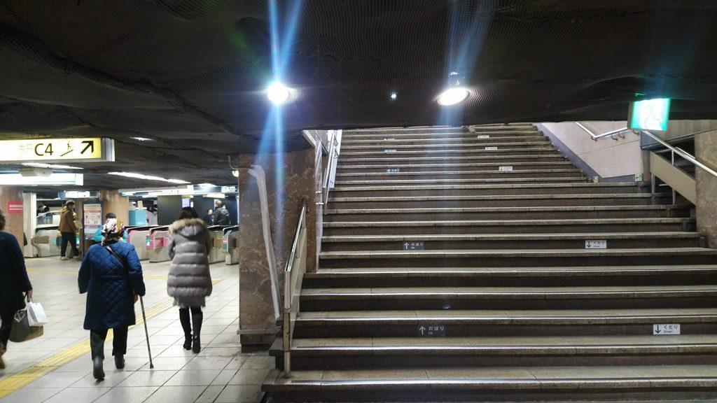 地下鉄からJR地上5