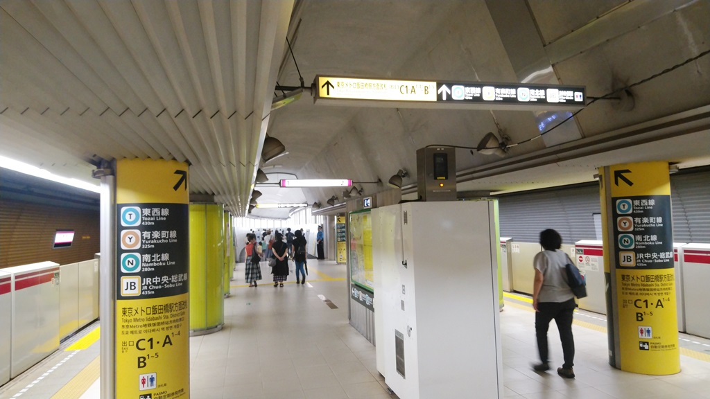 大江戸線から改札1