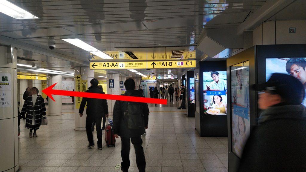 東西線から中央改札2