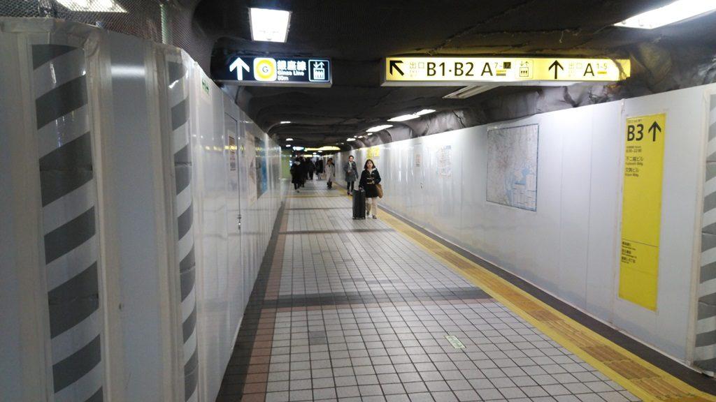 JRから地下鉄地下11