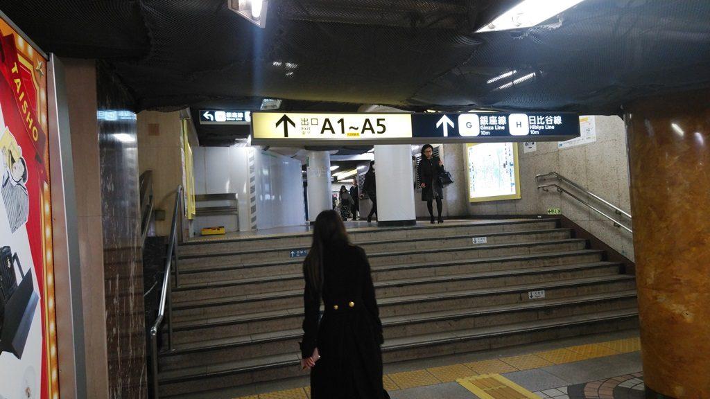 JRから地下鉄地下12