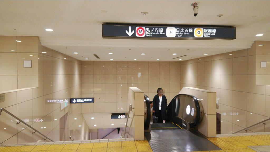 JRから地下鉄地下6