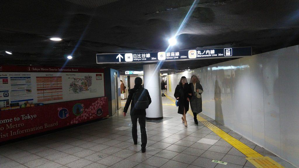 JRから地下鉄地下9