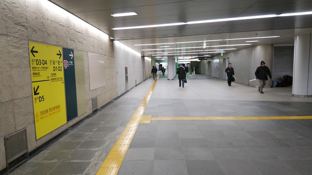 小滝橋通り方面改札からJR4