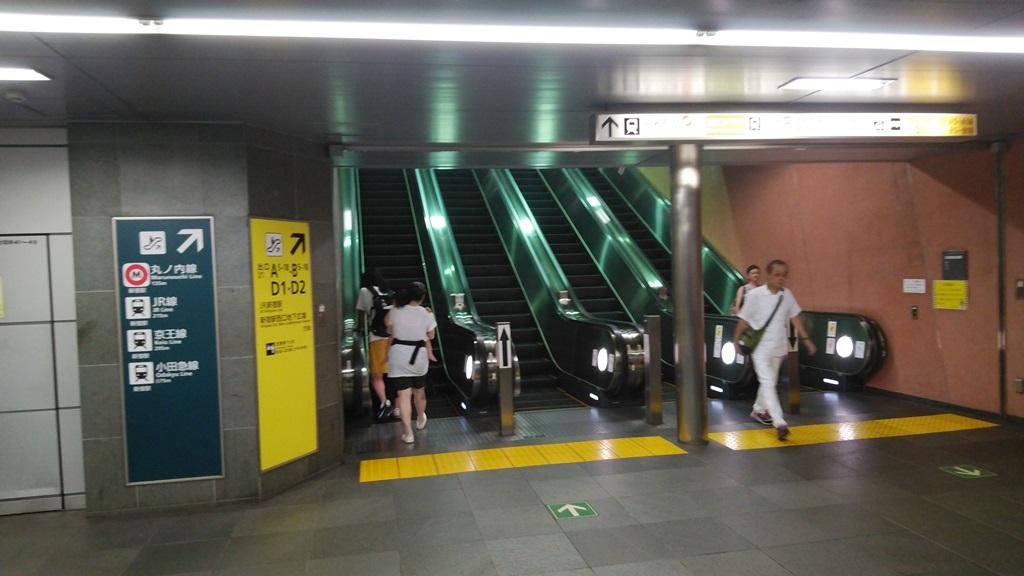 新宿西口からJR1