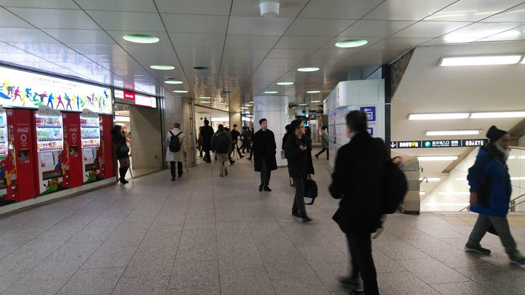 新宿西口からJR5