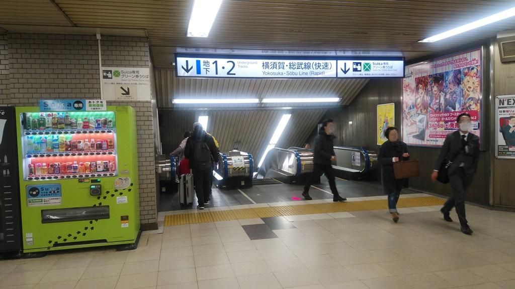 汐留改札から横須賀線2