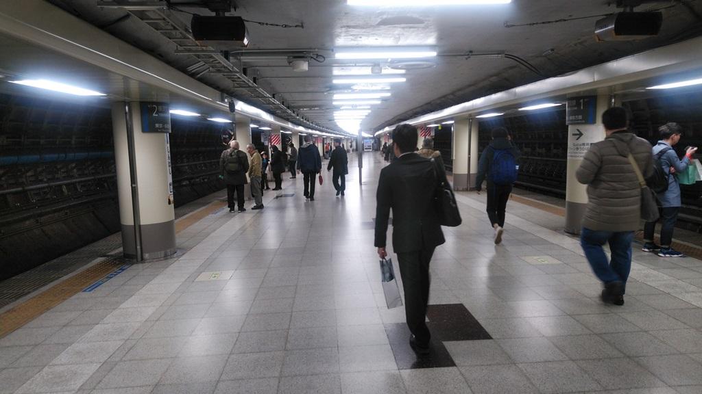 汐留改札から横須賀線4