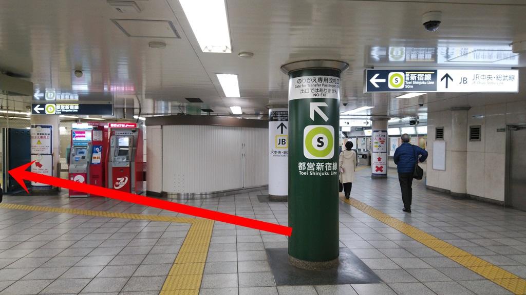 都営新宿線へ