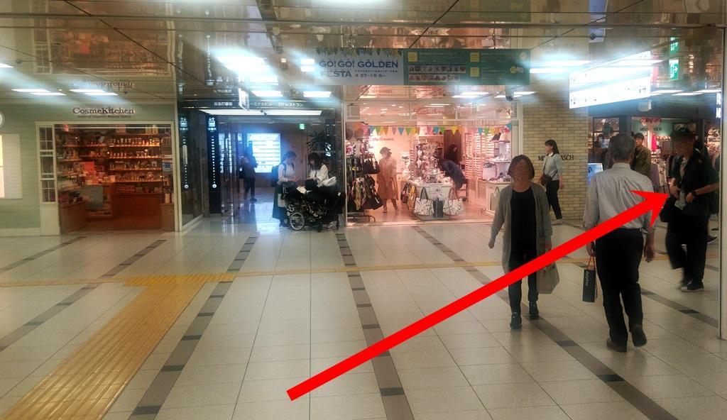 阪急2階から御堂筋3