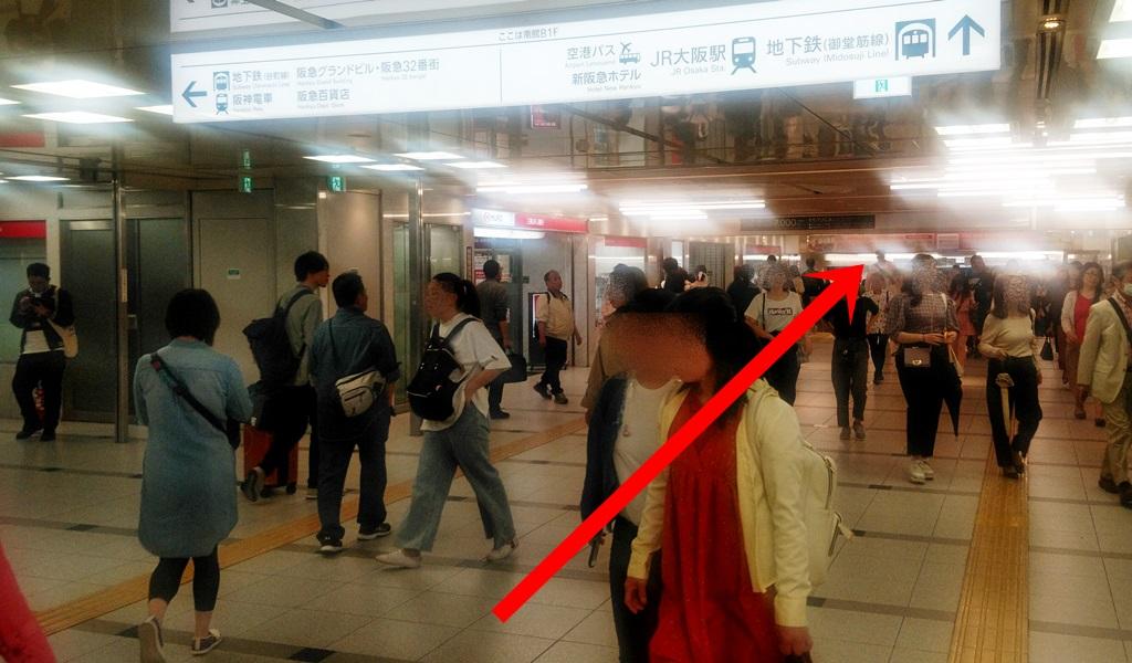 阪急2階から御堂筋4