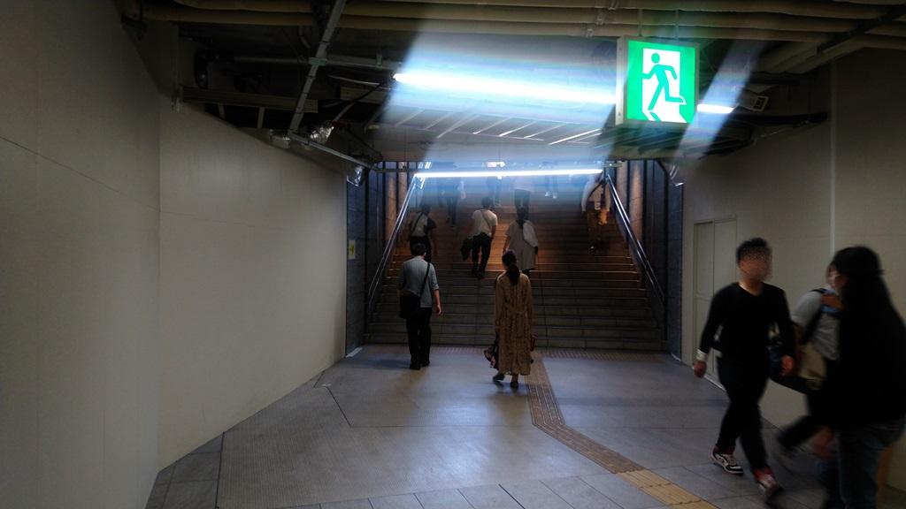 阪神東口からJR4