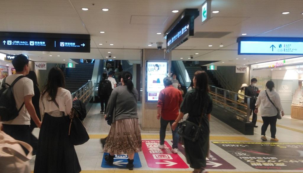 阪神百貨店口からJR4