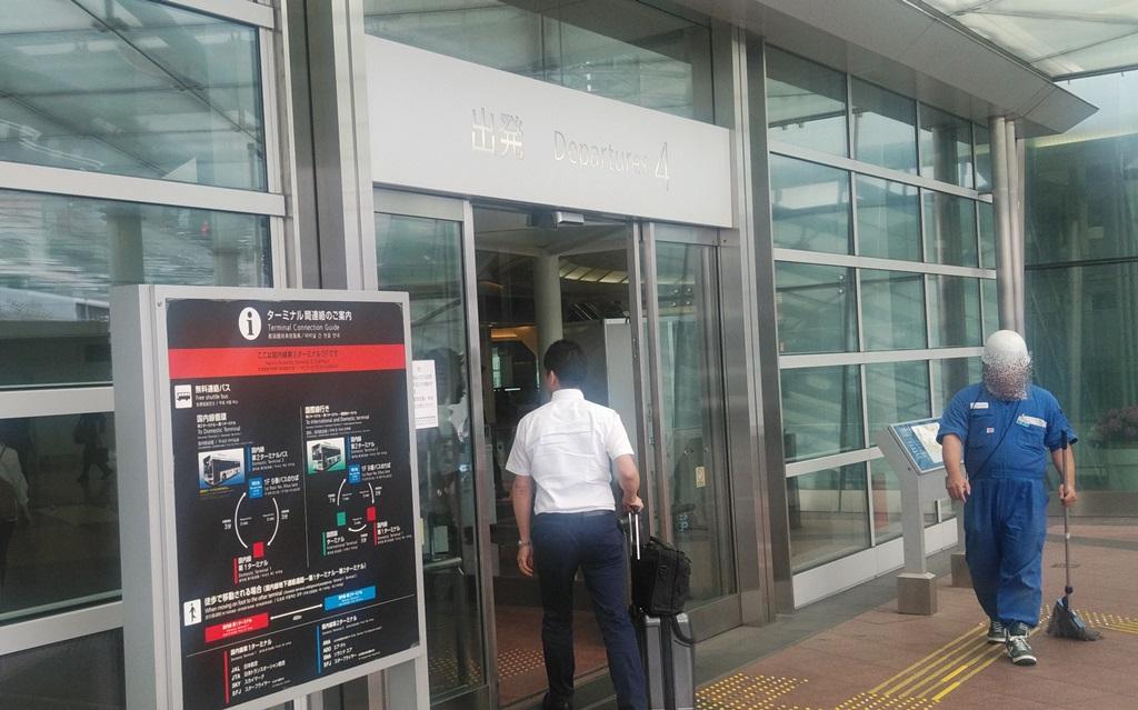 空港出発口