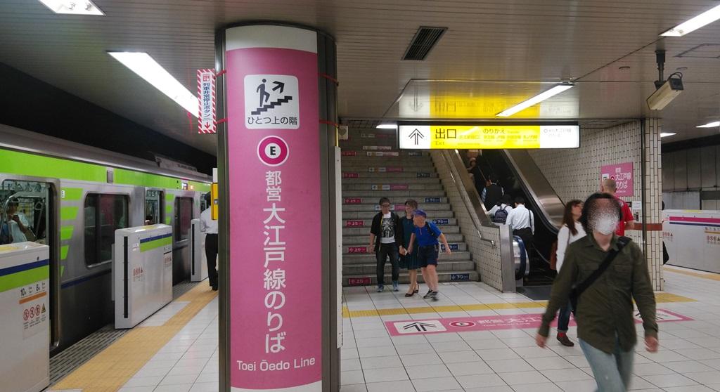 京王新線から改札1