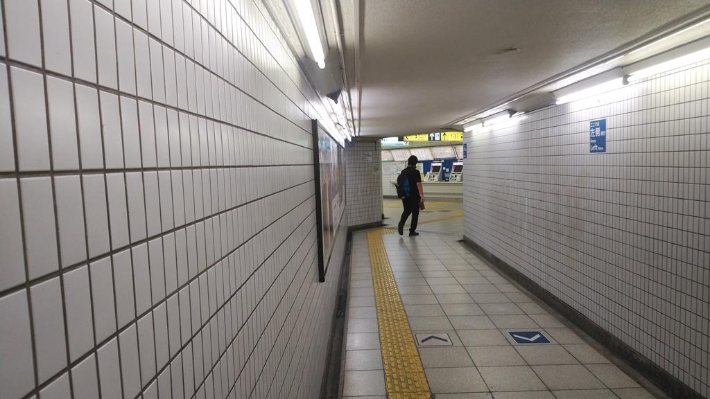 岩本町駅から日比谷線1