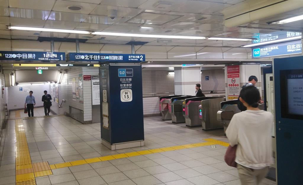 岩本町駅から日比谷線2