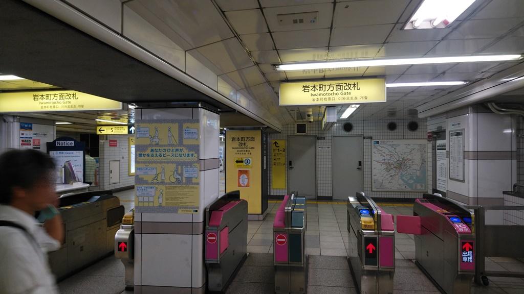日比谷線から岩本町駅2