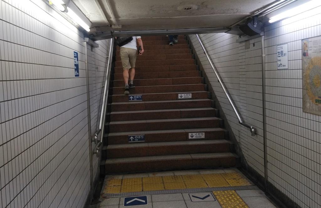 日比谷線から岩本町駅4