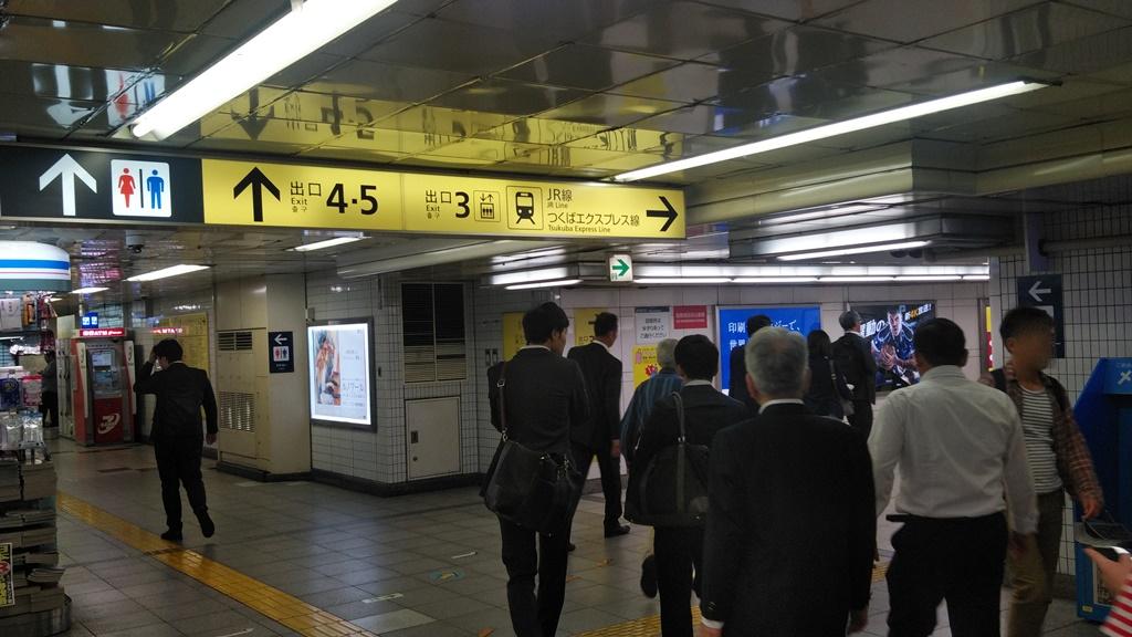 日比谷線から昭和通り改札3
