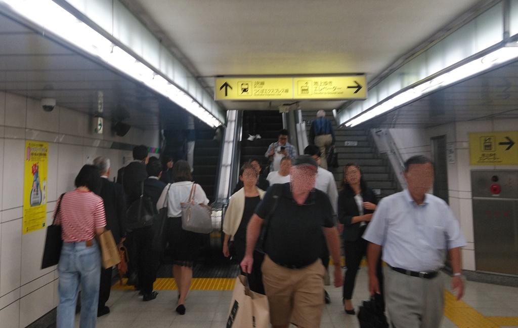 日比谷線から昭和通り改札4