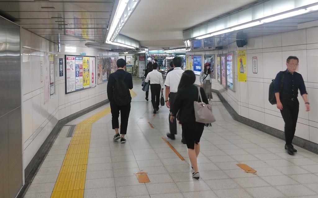 昭和通り改札から日比谷線2