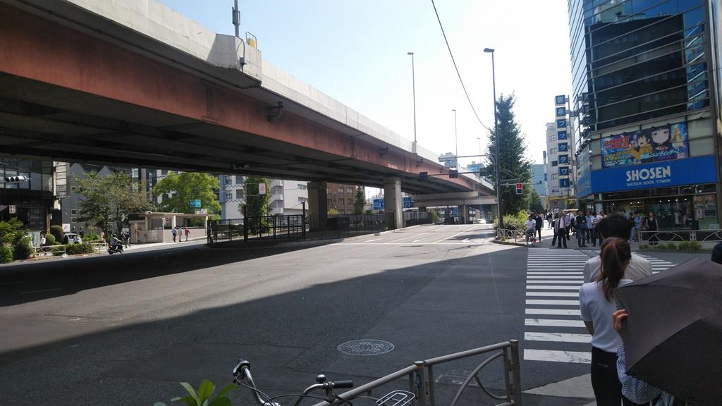 JRから岩本町駅3