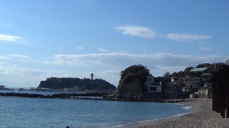 七里ガ浜からの小動岬・江ノ島