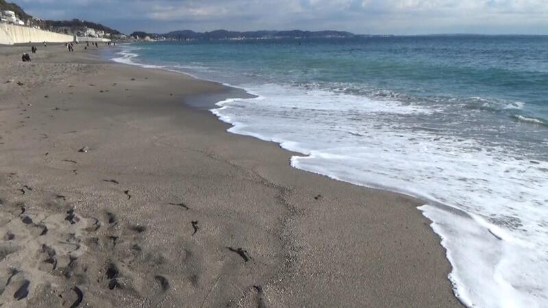 海岸に打ち寄せる波