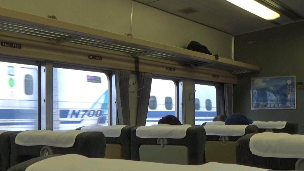 新幹線に抜かれる